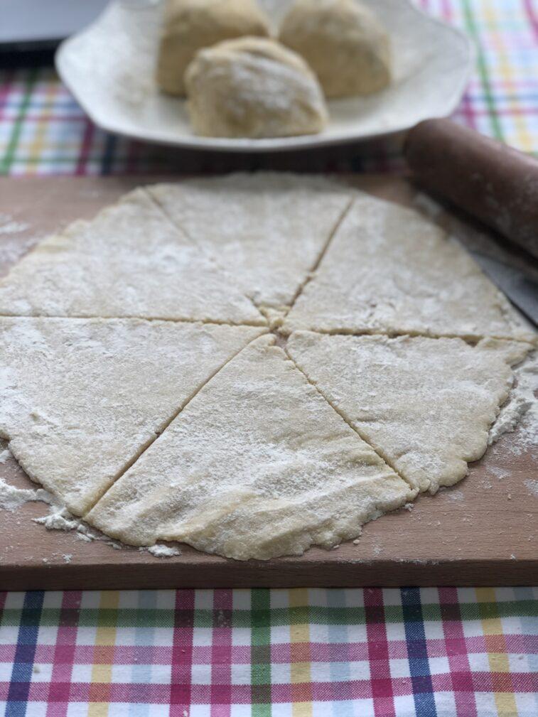 Фото рецепта - Рогалики с варенной сгущёнкой - шаг 9