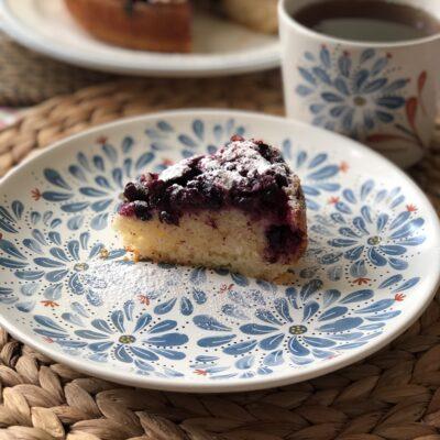 Сметанник со свежей смородиной (пирог-перевертыш) - рецепт с фото