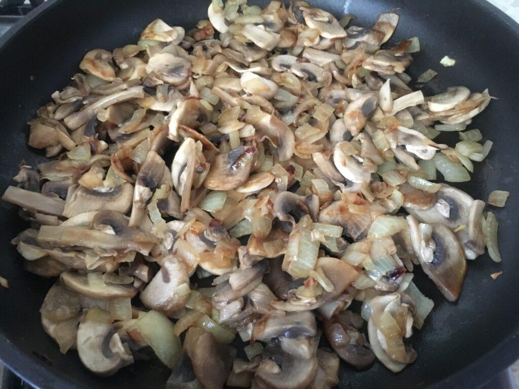 Фото рецепта - Картошка-пюре с грибами - шаг 4