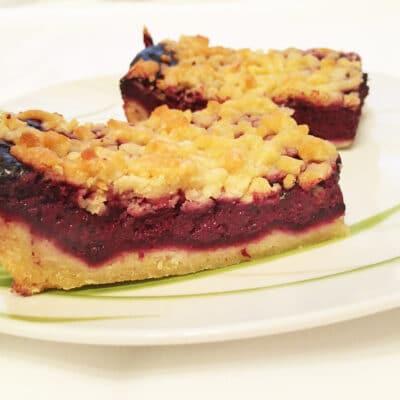 Пирог-крошка из песочного теста со смородиной - рецепт с фото