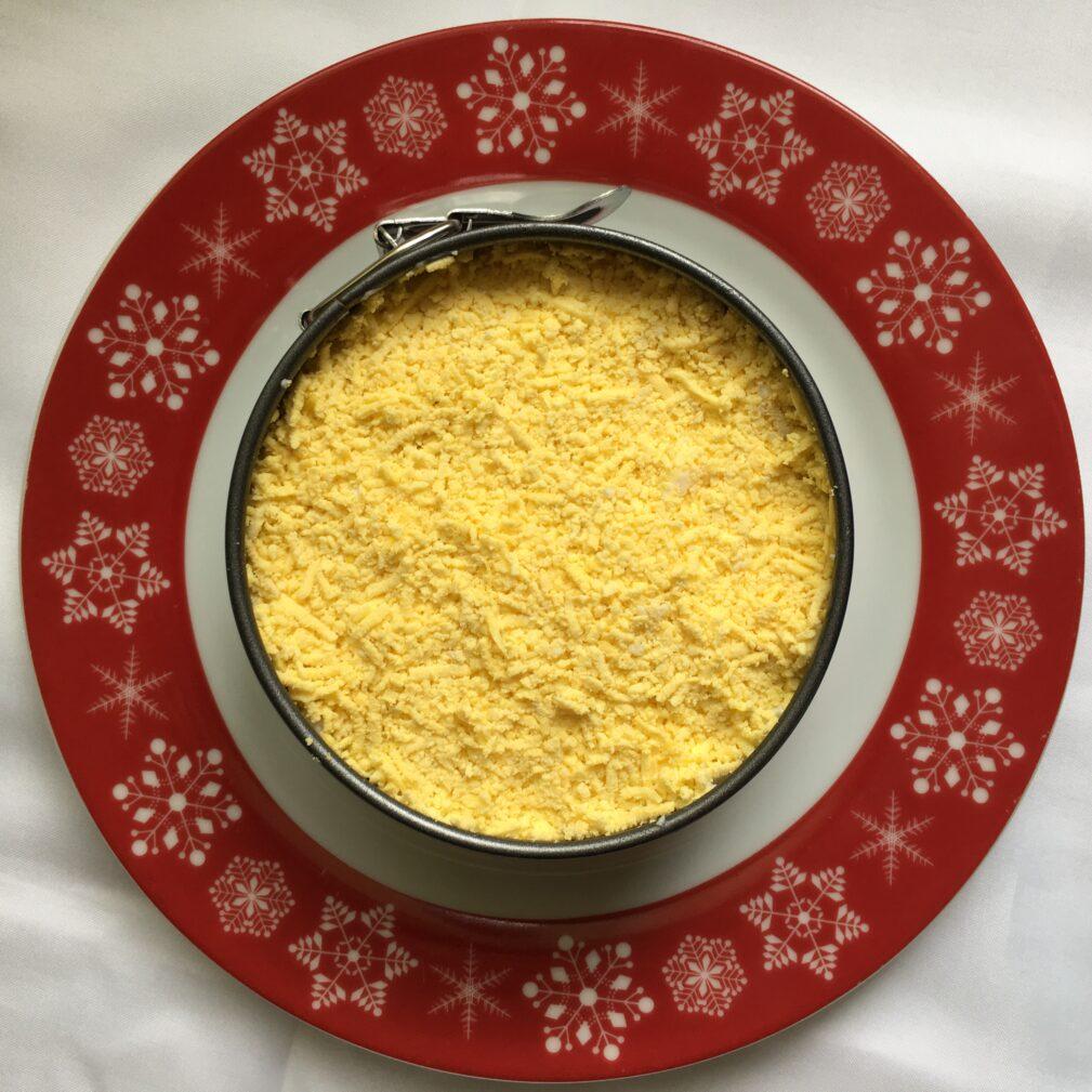 Фото рецепта - Неклассический салат «Селедка под шубой» - шаг 4