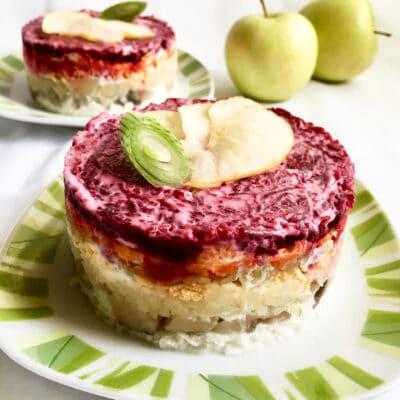 Нежная «Селедка под шубой» с яблоком - рецепт с фото