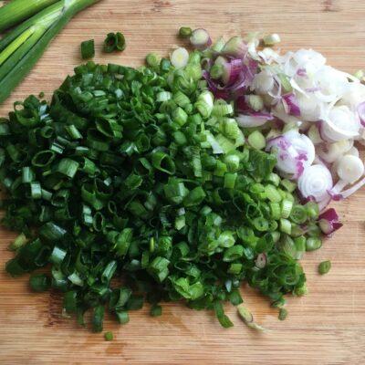 Замороженный зеленый лук на зиму - рецепт с фото