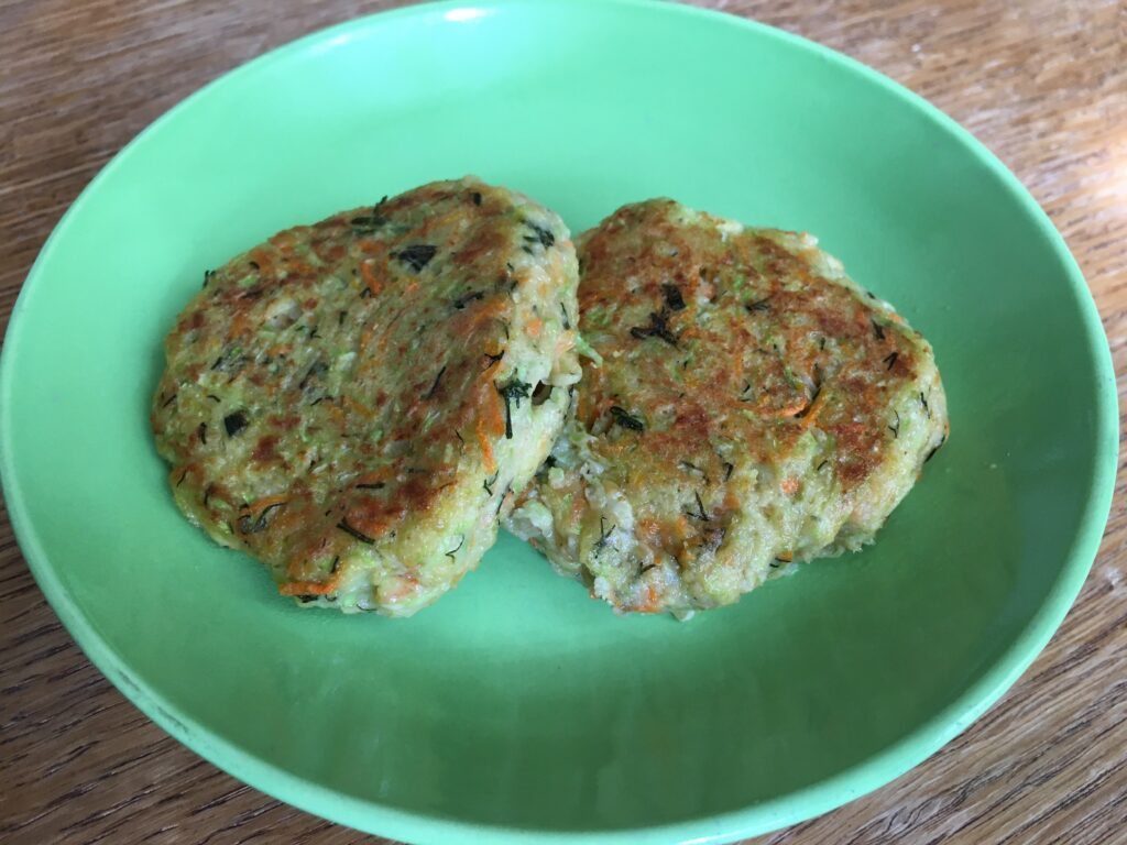 Фото рецепта - Кабачковые оладьи с овсяной мукой - шаг 6