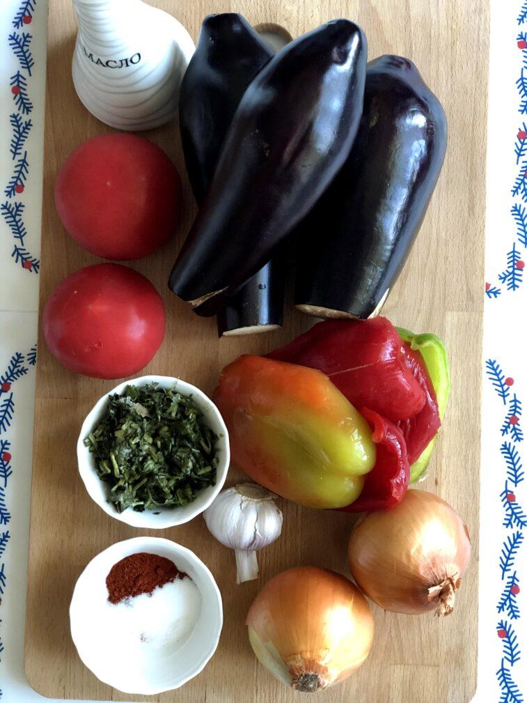 Фото рецепта - Соте из баклажанов, перца и томатов - шаг 1