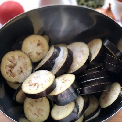 Фото рецепта - Соте из баклажанов, перца и томатов - шаг 2