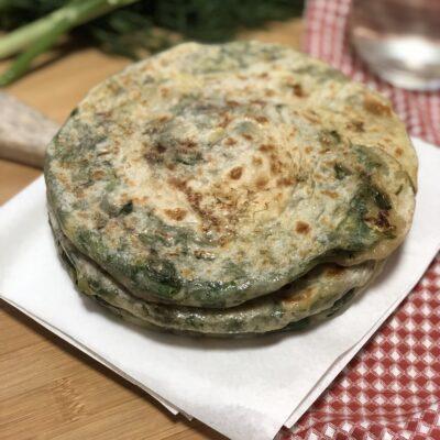 Луковые лепешки - рецепт с фото