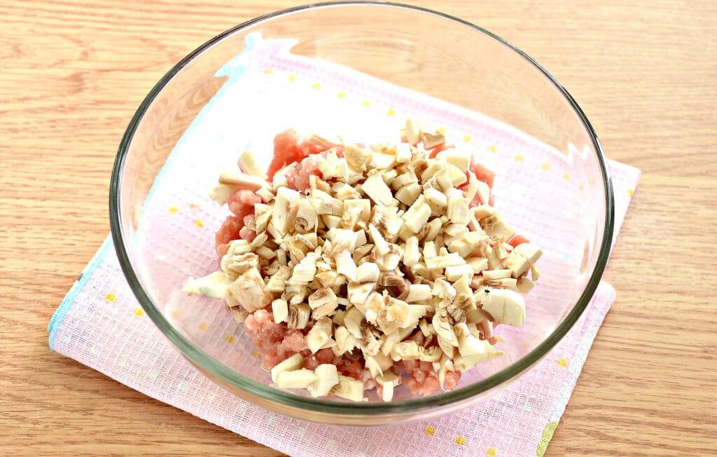 Фото рецепта - Манты со свининой и шампиньонами - шаг 2