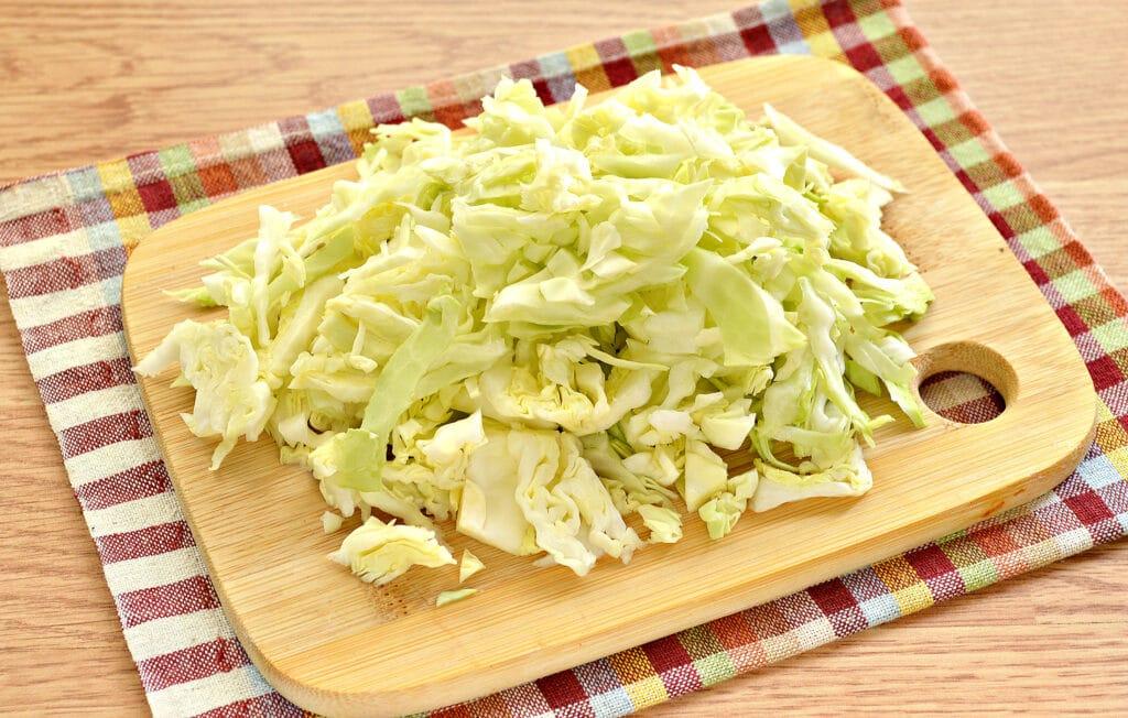 Фото рецепта - Щи на мясном бульоне с консервированной фасолью - шаг 2