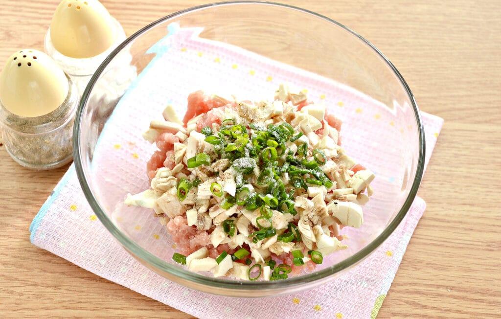 Фото рецепта - Манты со свининой и шампиньонами - шаг 3