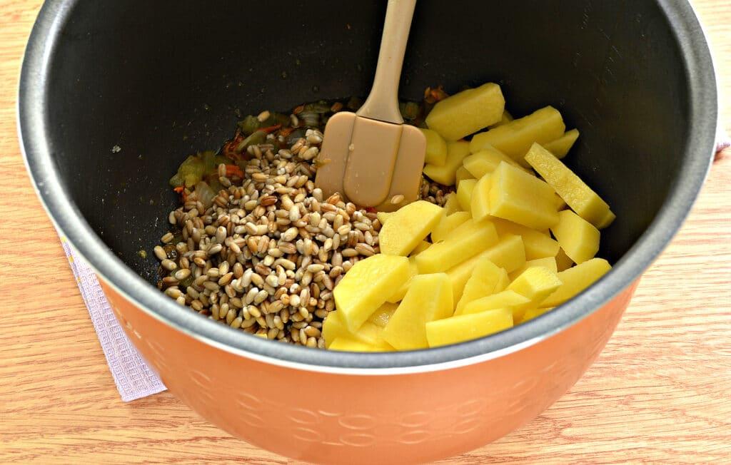 Фото рецепта - Рассольник на мясном бульоне в мультиварке - шаг 4