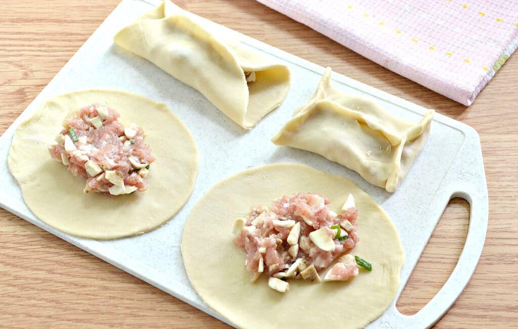 Фото рецепта - Манты со свининой и шампиньонами - шаг 5