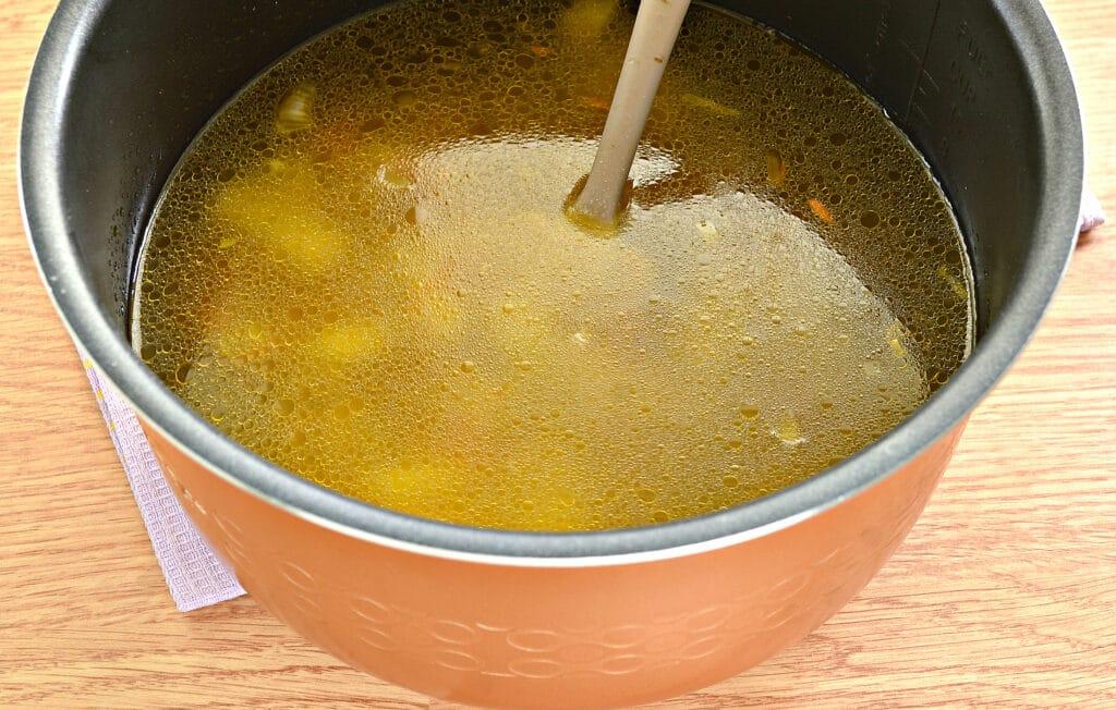 Фото рецепта - Рассольник на мясном бульоне в мультиварке - шаг 5