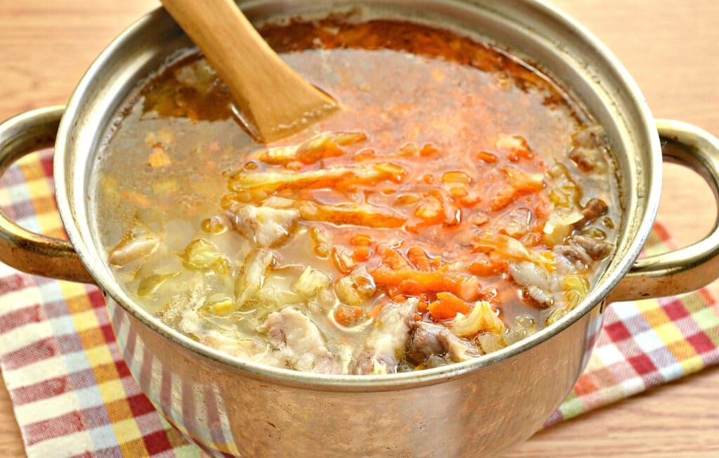 Фото рецепта - Щи на мясном бульоне с консервированной фасолью - шаг 5