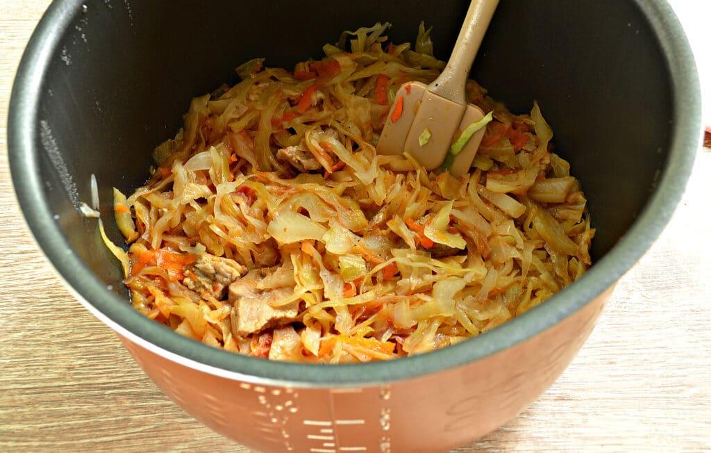 Фото рецепта - Свинина с капустой в мультиварке - шаг 6
