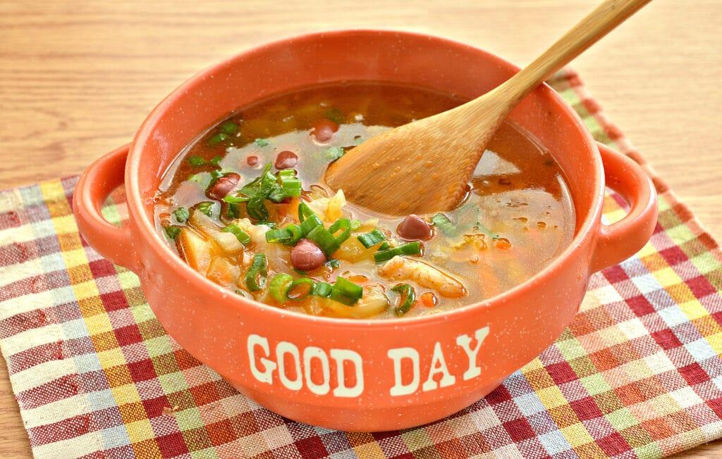 Фото рецепта - Щи на мясном бульоне с консервированной фасолью - шаг 7