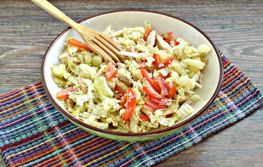 Фото рецепта - Салат из пекинской капусты с курицей и помидорами - шаг 8