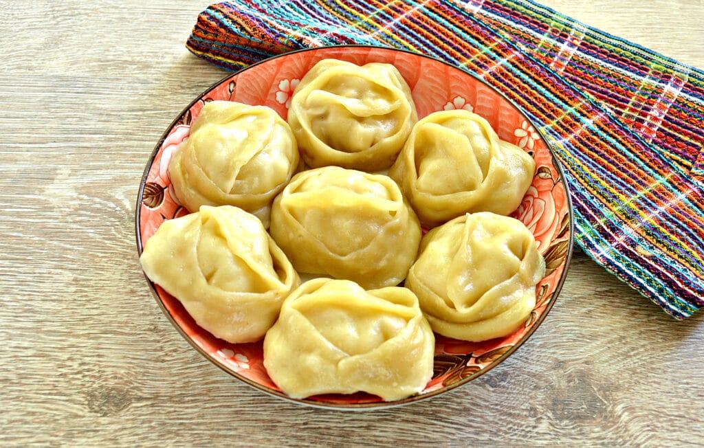 Фото рецепта - Манты с курицей и картофелем - шаг 8