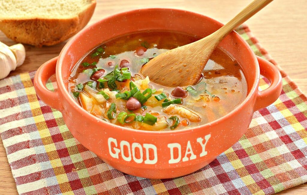 Фото рецепта - Щи на мясном бульоне с консервированной фасолью - шаг 8
