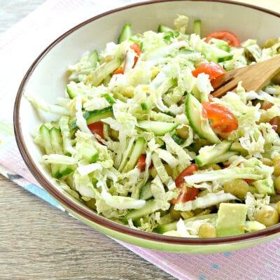 Салат с пекинской капустой, авокадо и черри - рецепт с фото