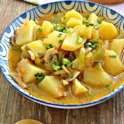 Картофель с грибами и болгарским перцем в мультиварке - рецепт с фото