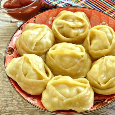 Манты с курицей и картофелем - рецепт с фото