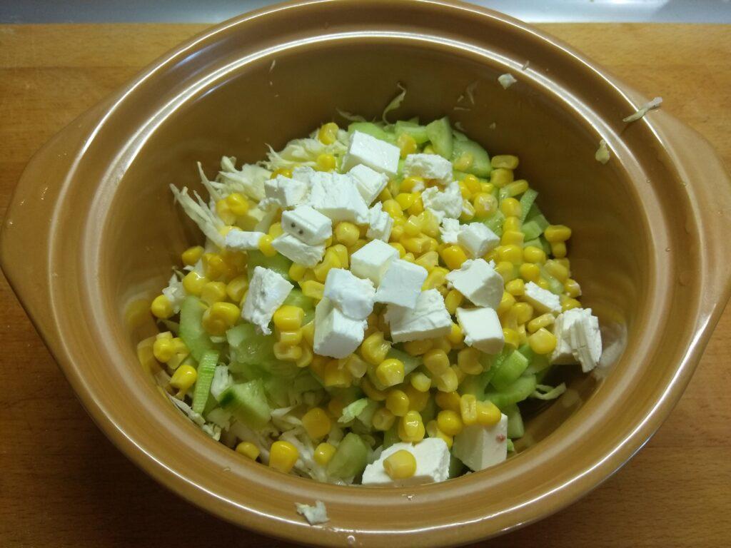 """Фото рецепта - Овощной салат """"Летняя свежесть"""" с черешней - шаг 4"""