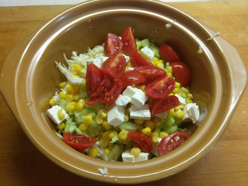 """Фото рецепта - Овощной салат """"Летняя свежесть"""" с черешней - шаг 5"""