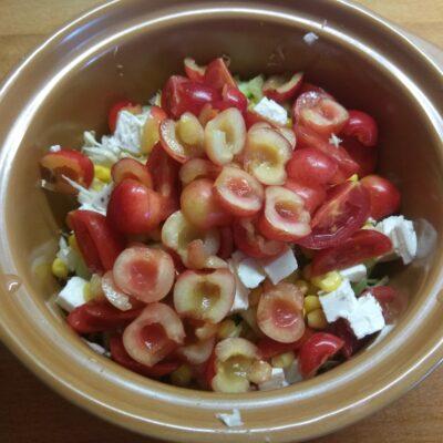 """Фото рецепта - Овощной салат """"Летняя свежесть"""" с черешней - шаг 6"""
