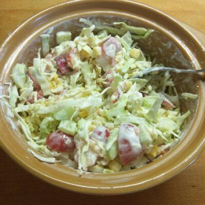"""Фото рецепта - Овощной салат """"Летняя свежесть"""" с черешней - шаг 7"""