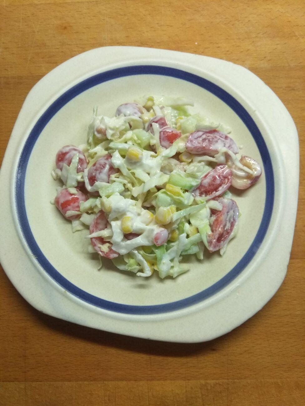 """Овощной салат """"Летняя свежесть"""" с черешней"""