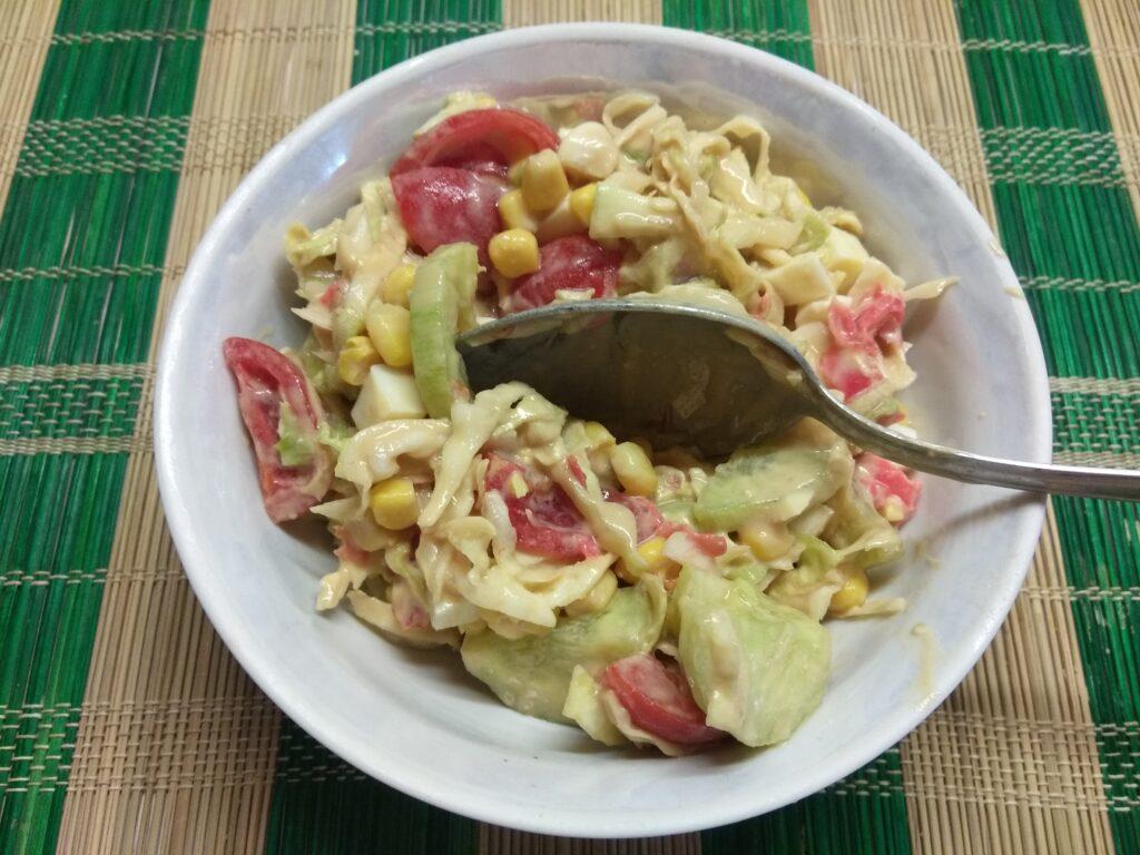 Фото рецепта - Овощной салат с яйцами и имбирем - шаг 8