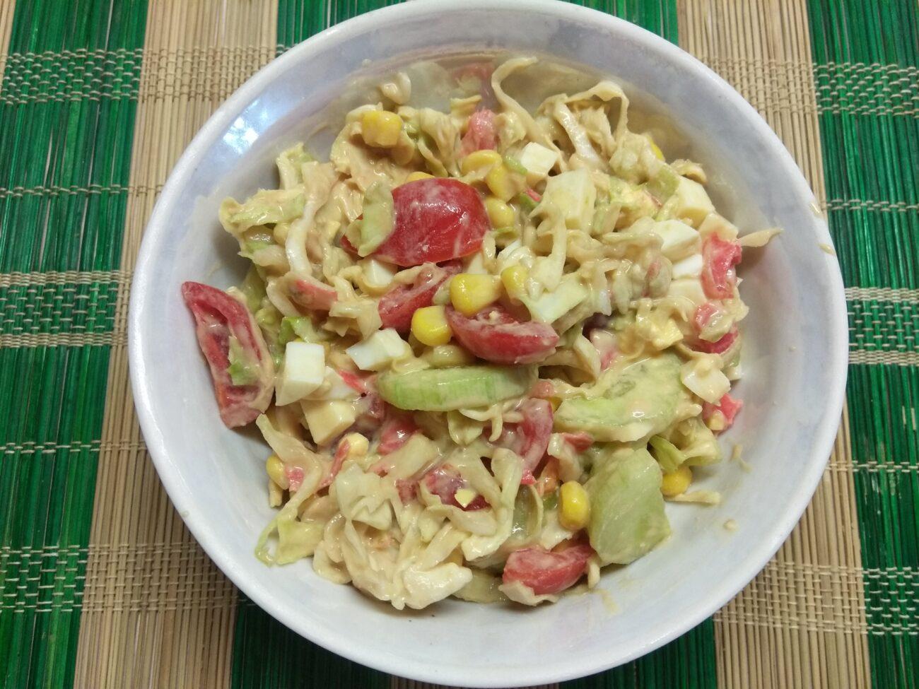 Овощной салат с яйцами и имбирем