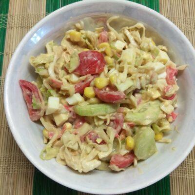 Овощной салат с яйцами и имбирем - рецепт с фото