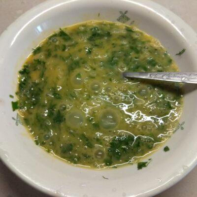 Фото рецепта - Яичная запеканка с копченой грудинкой, зеленью и сыром - шаг 2