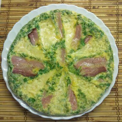 Яичная запеканка с копченой грудинкой, зеленью и сыром - рецепт с фото
