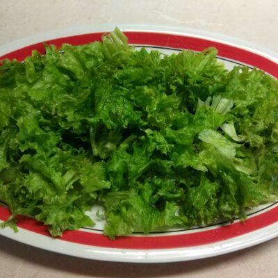 Фото рецепта - Летний салат из овощей и фруктов - шаг 1