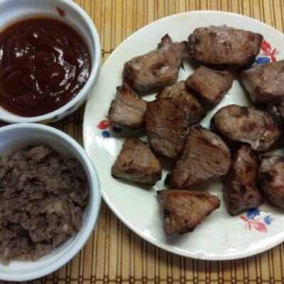 Фото рецепта - Свиной шашлык, маринованный в вине с розмарином и шалфеем - шаг 5