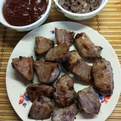 Свиной шашлык, маринованный в вине с розмарином и шалфеем - рецепт с фото