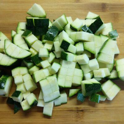 Фото рецепта - Булгур с цуккини, луком и морковью - шаг 3