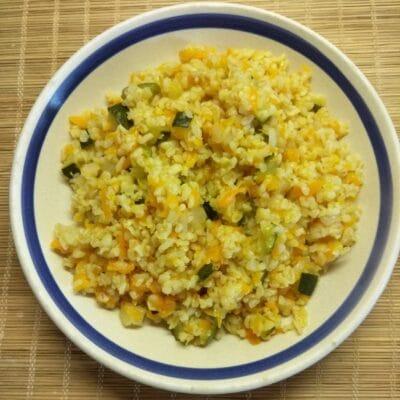 Булгур с цуккини, луком и морковью - рецепт с фото