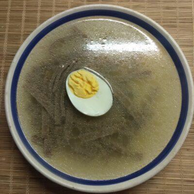 Суп на рыбном бульоне с лапшой из льняной муки и яйцом - рецепт с фото