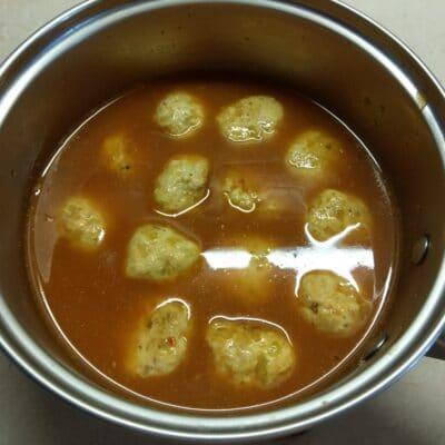 Фото рецепта - Куриные митболы в томатном соусе - шаг 5