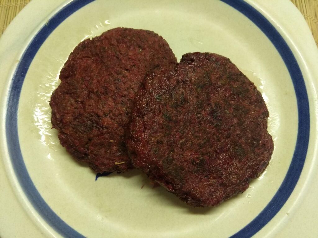 Фото рецепта - Свекольная котлета для гамбургера - шаг 5