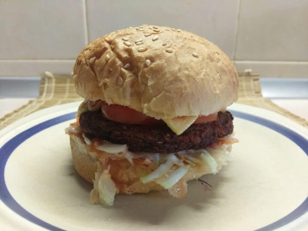 Фото рецепта - Сочный постный бургер со свекольной котлетой - шаг 6