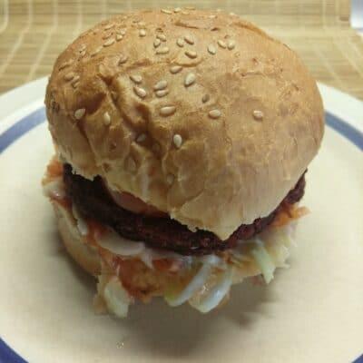 Сочный постный бургер со свекольной котлетой - рецепт с фото