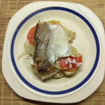 Хек, запеченный с овощами - рецепт с фото