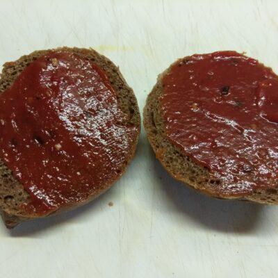 Фото рецепта - Бутерброды с бужениной, салатом и свежими овощами - шаг 1