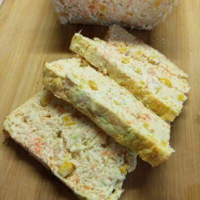 Творожный кекс с кабачком, морковью и консервированной кукурузой - рецепт с фото