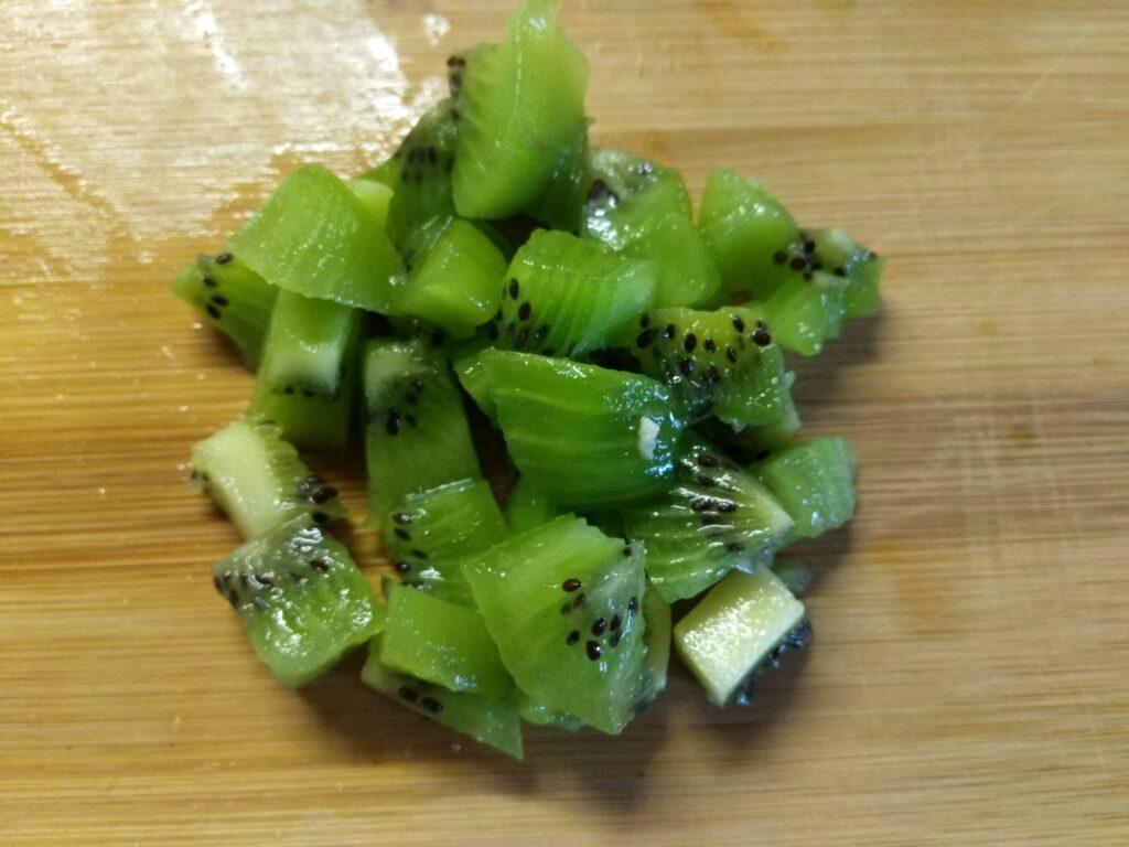 Фото рецепта - Фруктовый салат из летних фруктов - шаг 3